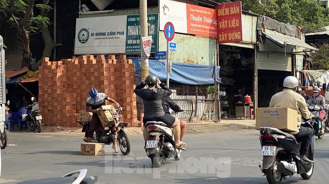 Xe máy 'hết đát' đại náo đường phố Sài Gòn - ảnh 1