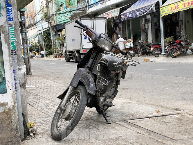 Xe máy 'hết đát' đại náo đường phố Sài Gòn - ảnh 4