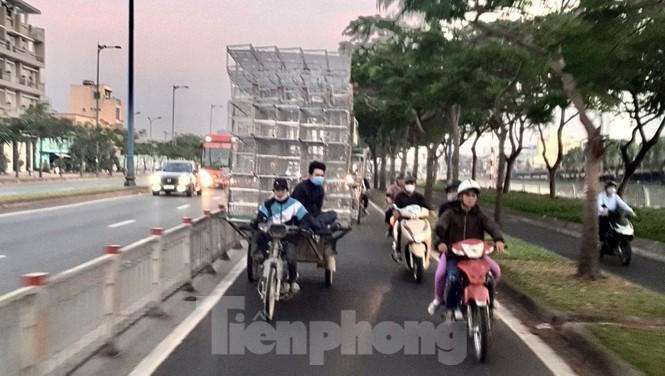 Xe máy 'hết đát' đại náo đường phố Sài Gòn - ảnh 6