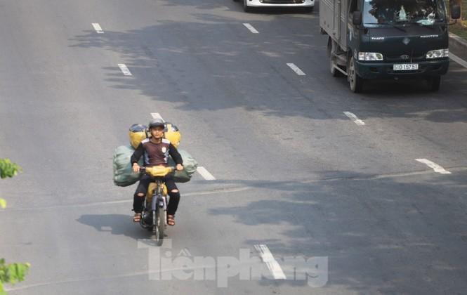 Xe máy 'hết đát' đại náo đường phố Sài Gòn - ảnh 9