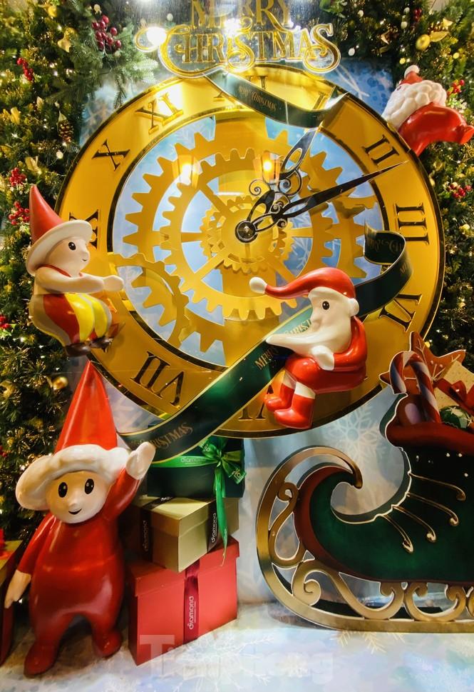 Người dân TPHCM rộn ràng đi chơi Noel sớm - ảnh 14