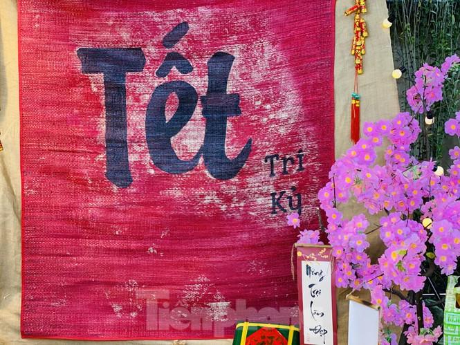 Đường phố TPHCM lung linh trang trí trâu vàng đón Tết Tân Sửu - ảnh 10