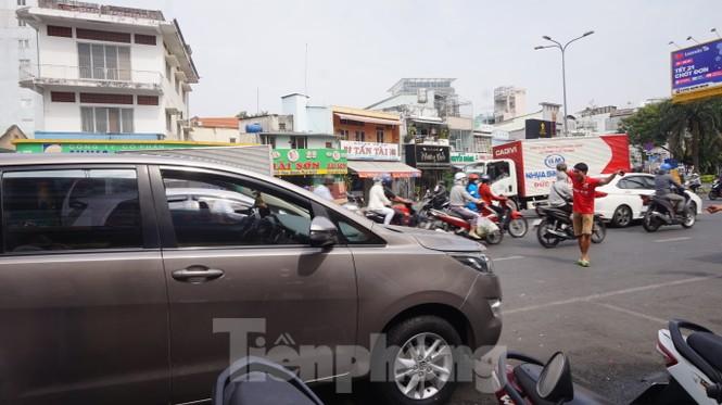 Người Sài Gòn tất bật tân trang 'xế cưng' đón Tết - ảnh 1