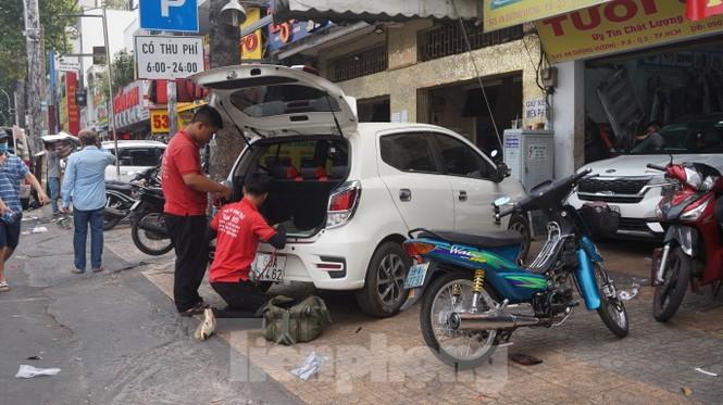 Người Sài Gòn tất bật tân trang 'xế cưng' đón Tết - ảnh 4