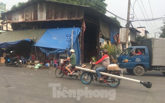 TPHCM: Tái diễn xe 'cà tàng' chở hàng cồng kềnh dạo phố - ảnh 10