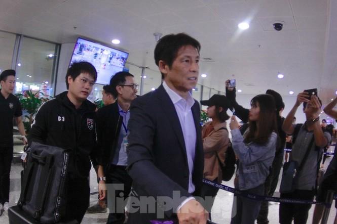 Tuyển Thái Lan đã đến Hà Nội, sẵn sàng quyết đấu với tuyển Việt Nam - ảnh 1