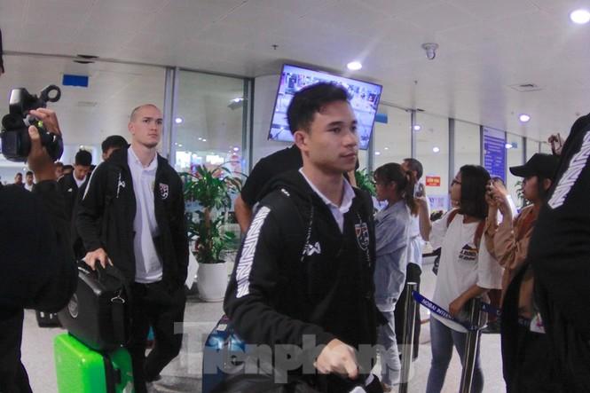 Tuyển Thái Lan đã đến Hà Nội, sẵn sàng quyết đấu với tuyển Việt Nam - ảnh 3