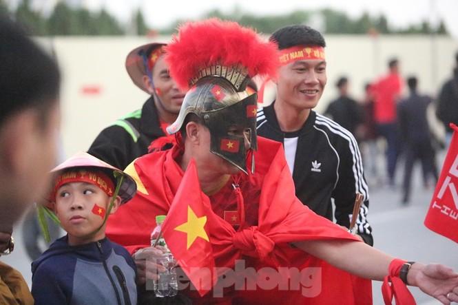 'Tôn Ngộ Không' đến cổ vũ đội tuyển Việt Nam - ảnh 5