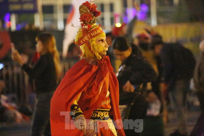 'Tôn Ngộ Không' đến cổ vũ đội tuyển Việt Nam - ảnh 2