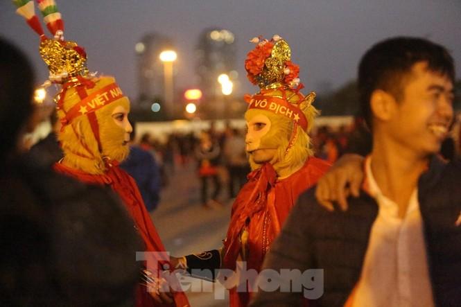 'Tôn Ngộ Không' đến cổ vũ đội tuyển Việt Nam - ảnh 4