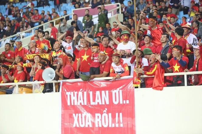 Cổ động viên Việt Nam 'cô đơn' nhất Mỹ Đình hôm nay là đây - ảnh 5