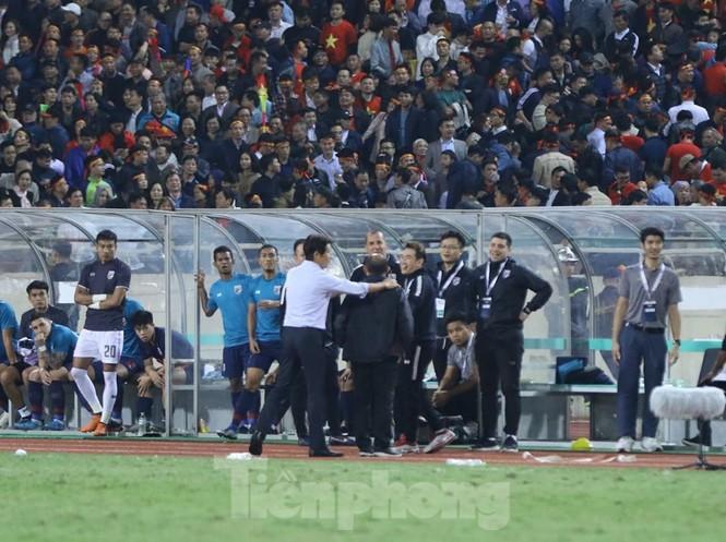 HLV Park Hang Seo nổi cơn tam bành vì đòn tâm lý của đối phương - ảnh 8
