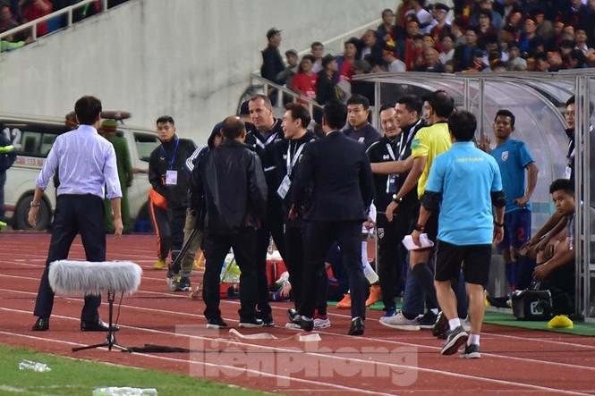 HLV Park Hang Seo nổi cơn tam bành vì đòn tâm lý của đối phương - ảnh 6