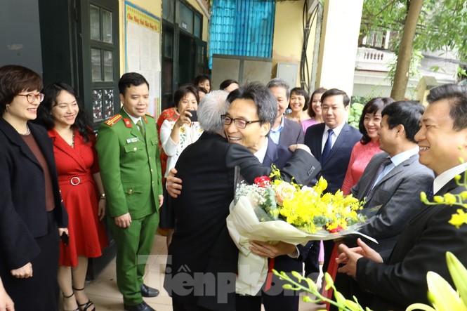 Phó Thủ tướng dự lễ kỷ niệm 20/11 tại ngôi trường 'không chọn lọc đầu vào' - ảnh 2
