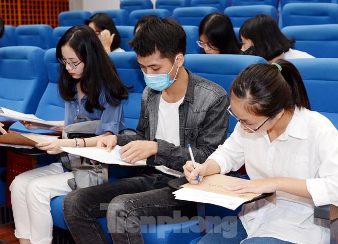 Thí sinh tấp nập về các trường Đại học xác nhận nhập học - ảnh 2