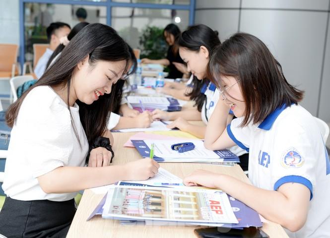 Thí sinh tấp nập về các trường Đại học xác nhận nhập học - ảnh 4
