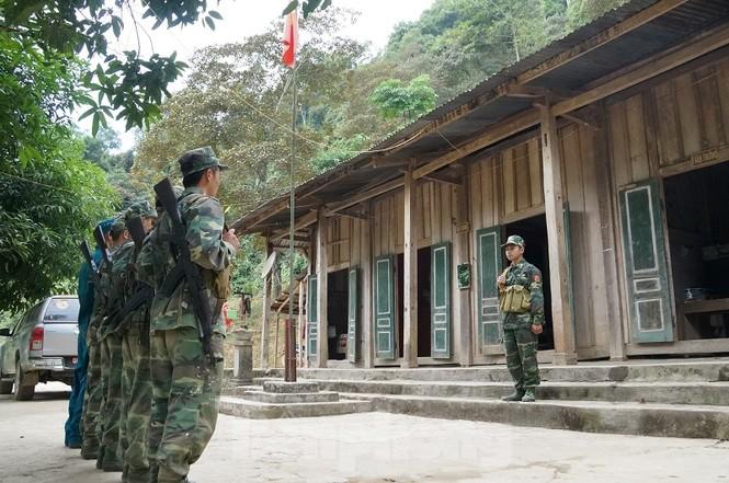 Cùng biên phòng Ka Lăng tuần tra nơi sông Đà chảy vào đất Việt - ảnh 2