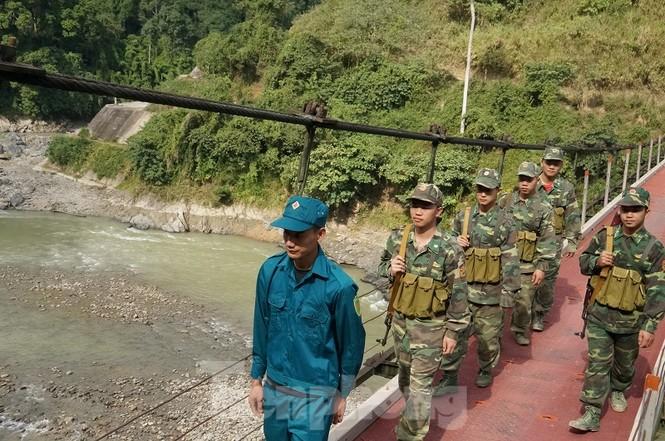 Cùng biên phòng Ka Lăng tuần tra nơi sông Đà chảy vào đất Việt - ảnh 4