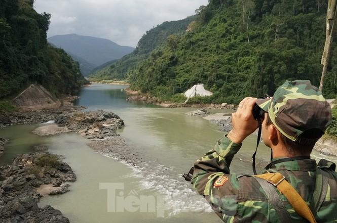 Cùng biên phòng Ka Lăng tuần tra nơi sông Đà chảy vào đất Việt - ảnh 7