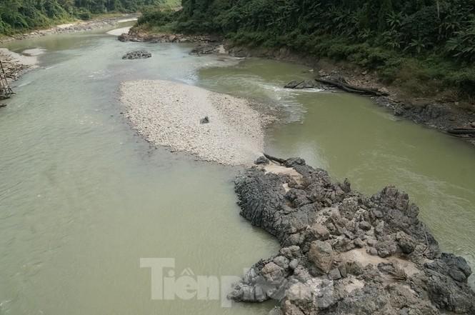 Cùng biên phòng Ka Lăng tuần tra nơi sông Đà chảy vào đất Việt - ảnh 6