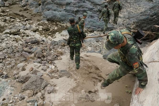 Cùng biên phòng Ka Lăng tuần tra nơi sông Đà chảy vào đất Việt - ảnh 9