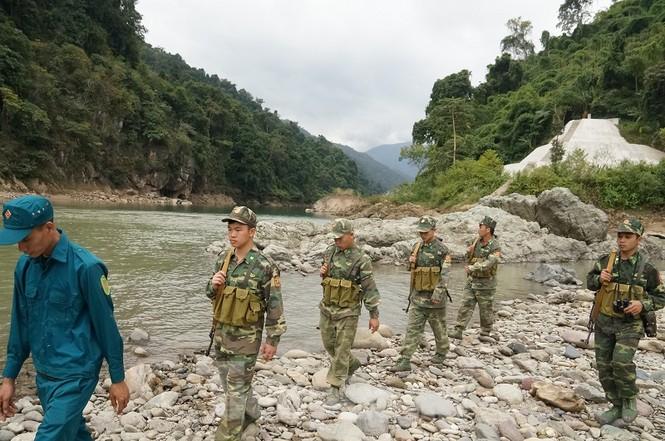 Cùng biên phòng Ka Lăng tuần tra nơi sông Đà chảy vào đất Việt - ảnh 5