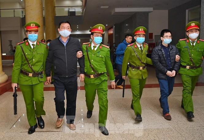 Sáng nay, ông Đinh La Thăng, Trịnh Xuân Thanh tiếp tục ra tòa trong vụ Ethanol Phú Thọ - ảnh 2