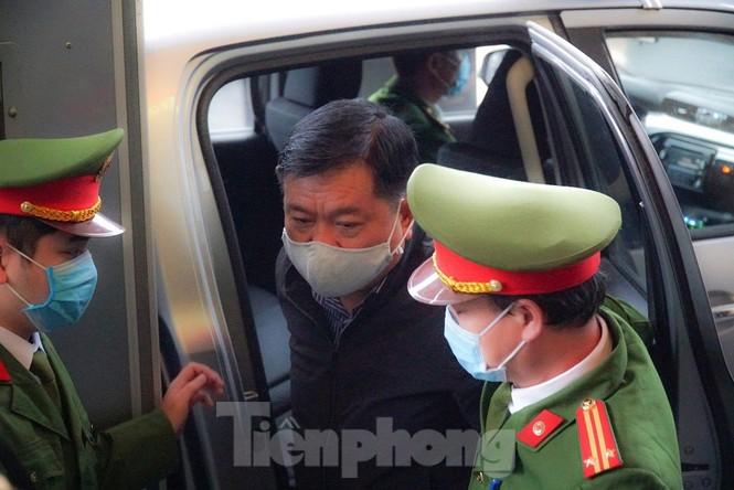 Sáng nay, ông Đinh La Thăng, Trịnh Xuân Thanh tiếp tục ra tòa trong vụ Ethanol Phú Thọ - ảnh 3