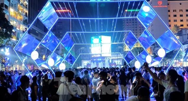 TPHCM tổ chức 2 đêm diễn nghệ thuật đón chào năm mới 2021 với 3 sân khấu hoàng tráng  - ảnh 1