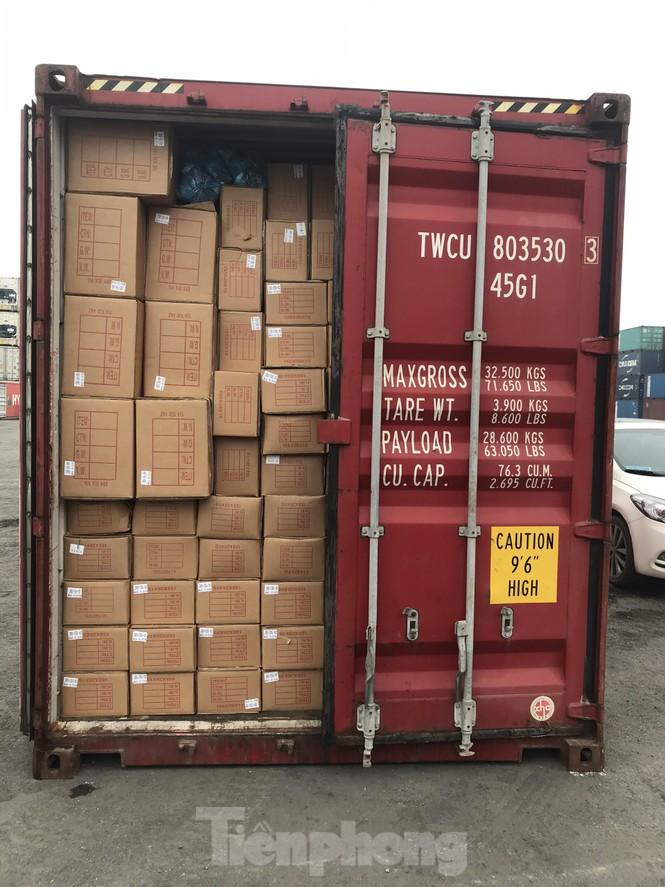 Cận cảnh container phụ kiện ô tô Trung Quốc không khai báo hải quan - ảnh 2