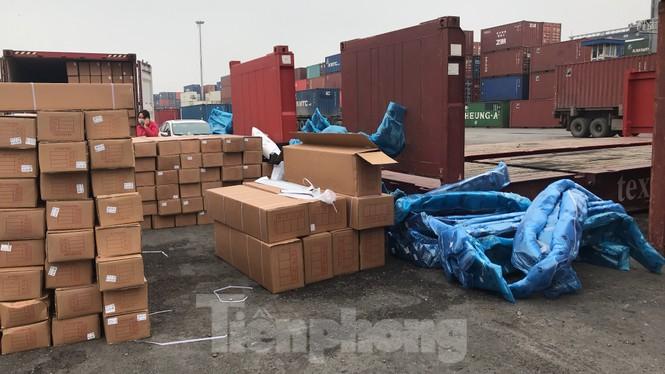 Cận cảnh container phụ kiện ô tô Trung Quốc không khai báo hải quan - ảnh 9