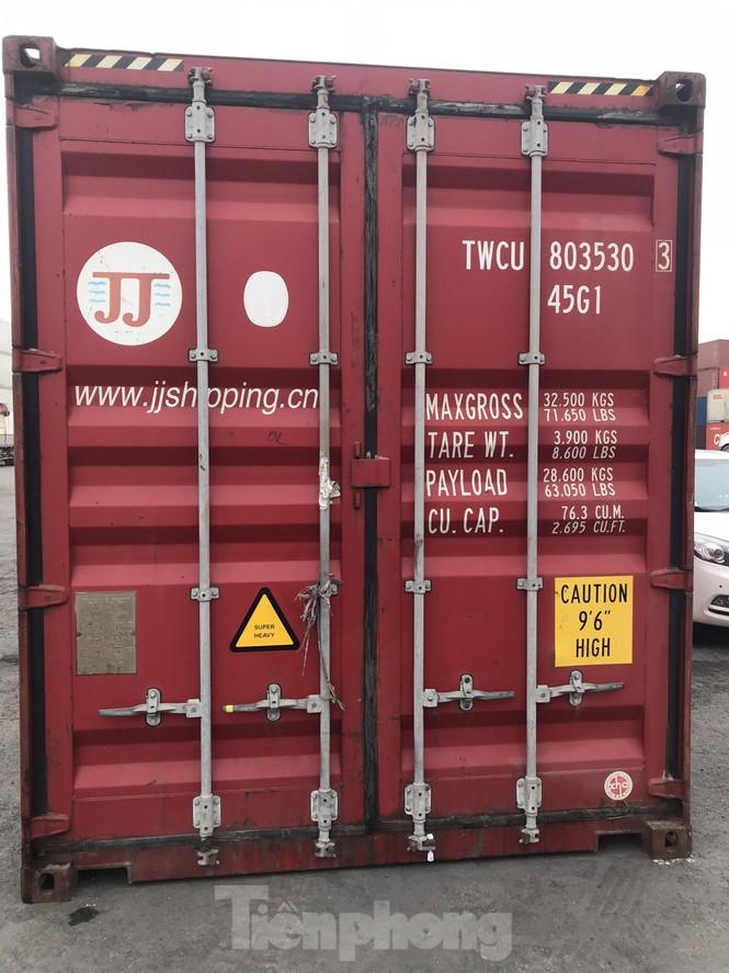 Cận cảnh container phụ kiện ô tô Trung Quốc không khai báo hải quan - ảnh 1