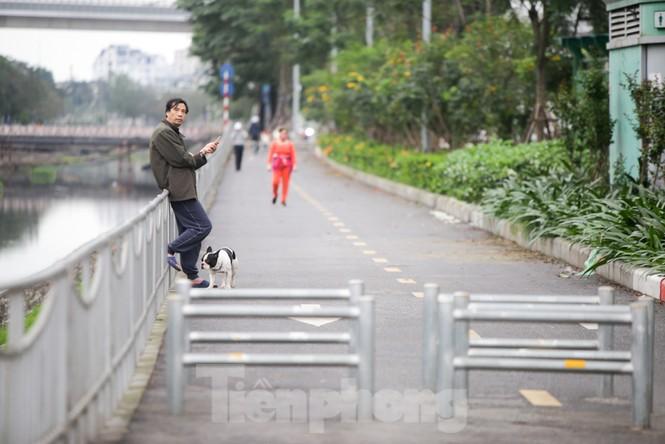 Hà Nội: Đóng cửa công viên, nhiều người dân vẫn ra đường tập thể dục - ảnh 6