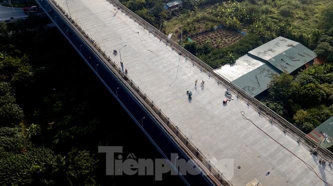 Mặt cầu Thăng Long đang được sửa ra sao? - ảnh 7