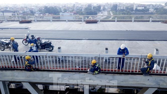 Mặt cầu Thăng Long đang được sửa ra sao? - ảnh 4