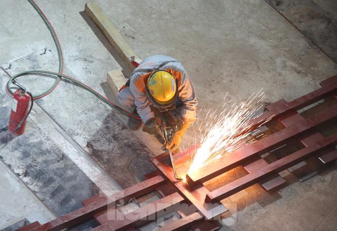 Cận cảnh lắp ráp robot đào hầm 'khủng' nặng 850 tấn thi công Metro Nhổn - ga Hà Nội - ảnh 4