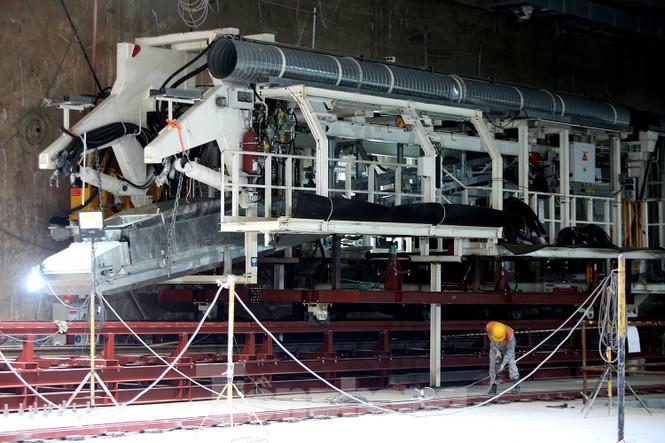 Cận cảnh lắp ráp robot đào hầm 'khủng' nặng 850 tấn thi công Metro Nhổn - ga Hà Nội - ảnh 2
