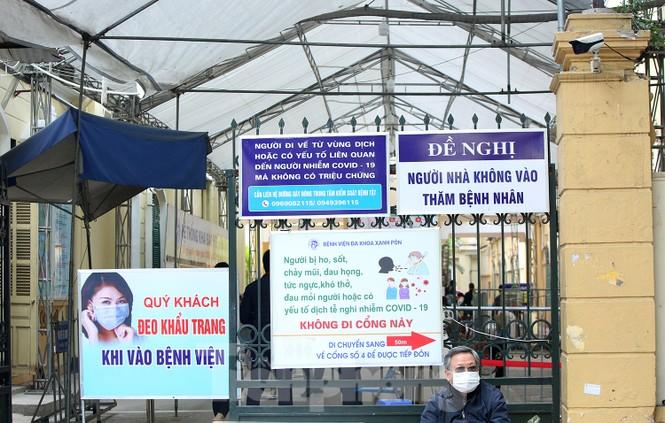 Các bệnh viện Hà Nội siết chặt, 'làm nghiêm' để chống dịch COVID-19  - ảnh 1