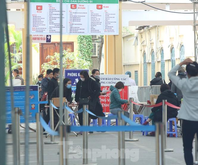 Các bệnh viện Hà Nội siết chặt, 'làm nghiêm' để chống dịch COVID-19  - ảnh 3