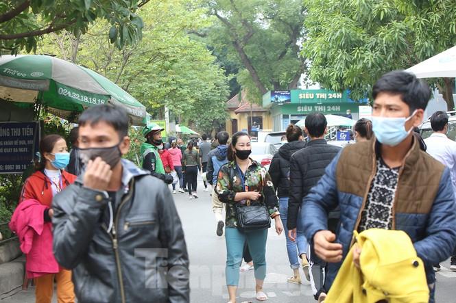 Các bệnh viện Hà Nội siết chặt, 'làm nghiêm' để chống dịch COVID-19  - ảnh 7