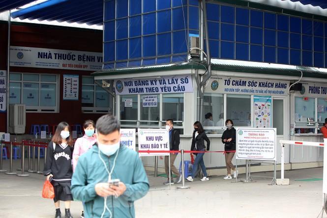 Các bệnh viện Hà Nội siết chặt, 'làm nghiêm' để chống dịch COVID-19  - ảnh 9