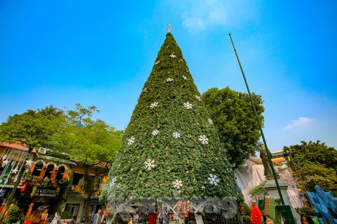 Mùa Giáng sinh về trên đường phố Hà Nội - ảnh 10
