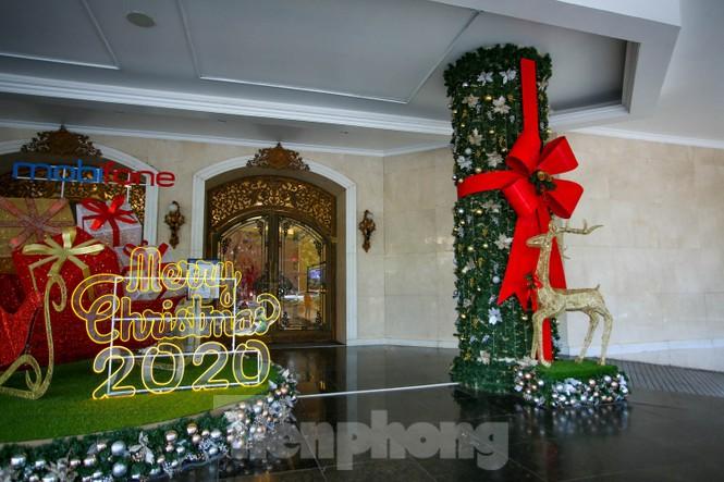 Mùa Giáng sinh về trên đường phố Hà Nội - ảnh 19