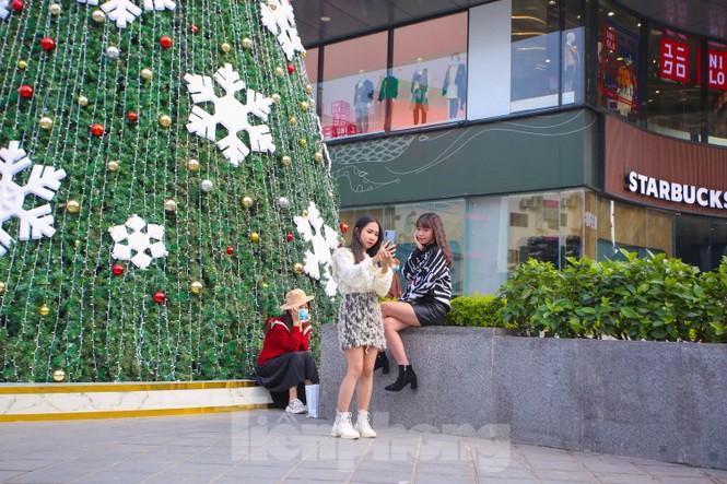 Mùa Giáng sinh về trên đường phố Hà Nội - ảnh 17