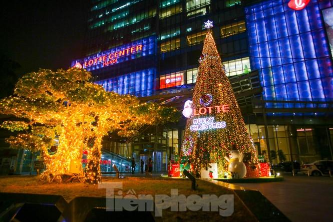 Mùa Giáng sinh về trên đường phố Hà Nội - ảnh 1