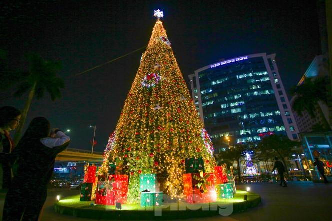 Mùa Giáng sinh về trên đường phố Hà Nội - ảnh 2