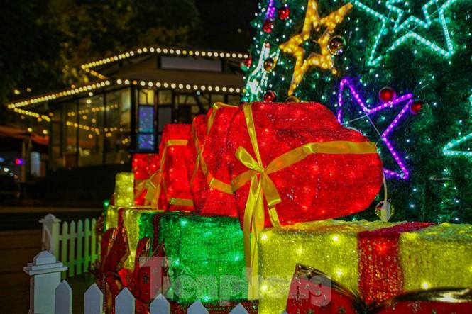 Mùa Giáng sinh về trên đường phố Hà Nội - ảnh 5