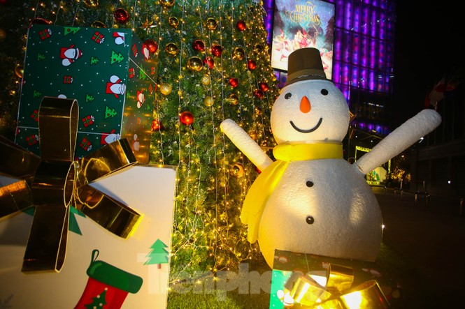 Mùa Giáng sinh về trên đường phố Hà Nội - ảnh 3