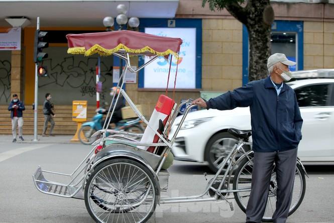 Người lao động ở Hà Nội mưu sinh trong đợt rét mạnh nhất từ đầu mùa đông - ảnh 8