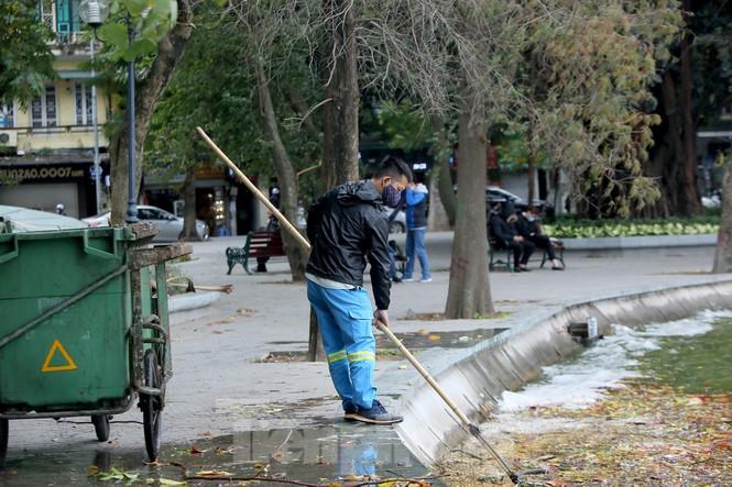 Người lao động ở Hà Nội mưu sinh trong đợt rét mạnh nhất từ đầu mùa đông - ảnh 6